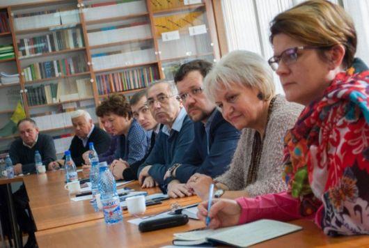 Problemele actuale din administrațiile publice locale și județene au fost evaluate, astăzi, la Cluj-Napoca, în cadrul Conferinței regionale a aleșilor locali ai UDMR.