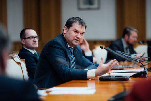UDMR: Guvernul nu poate ocoli Parlamentul restricționând drepturile fundamentale